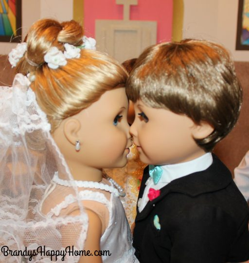 doll wedding kiss