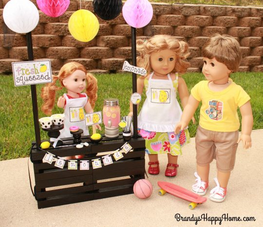 doll lemonade stand guests