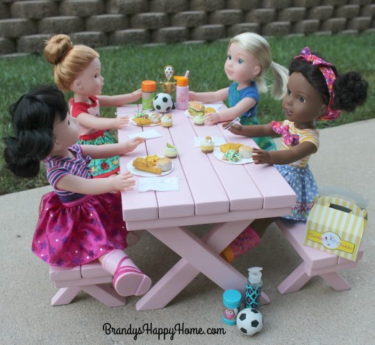 dolls-eating-chicken-take-out