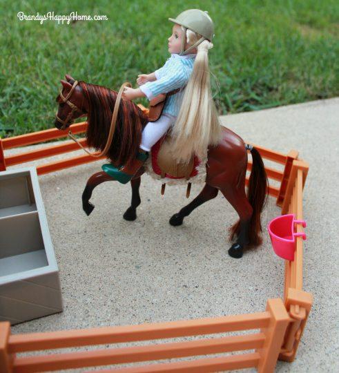 lori-doll-horse-barn-fencing