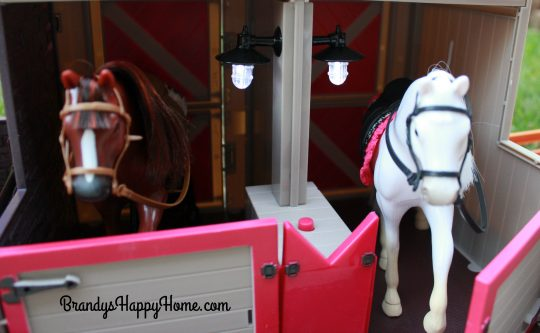 lori-doll-horse-barn-lights