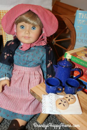 pioneer-kirsten-doll-and-huckleberry-pies