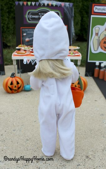 wellie-wisher-camille-in-ghost-costume-2