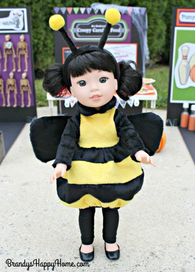 wellie-wisher-emerson-in-bee-costume