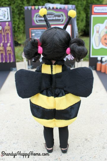 wellie-wisher-emerson-in-bee-costume-2