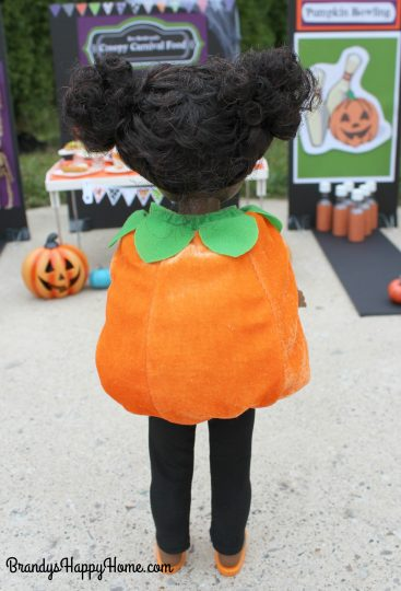 wellie-wisher-kendall-in-pumpkin-costume-2