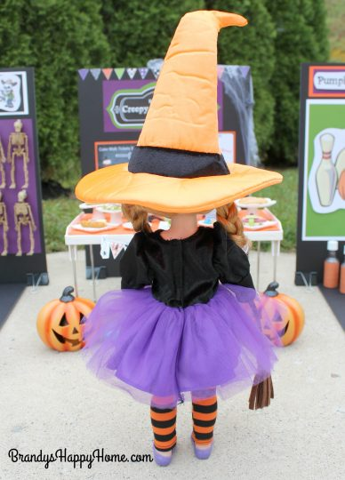 wellie-wisher-willa-in-witch-costume-2