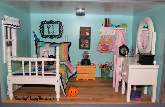american-girl-dollhouse-bedroom-2