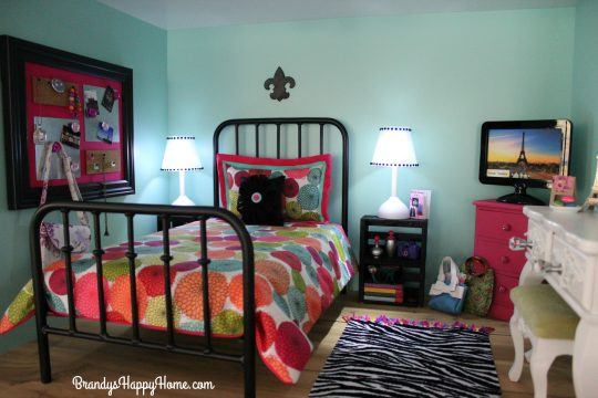 american-girl-dollhouse-bedroom-3