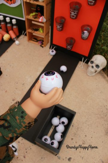 doll-playing-zombie-eyeball-toss-game