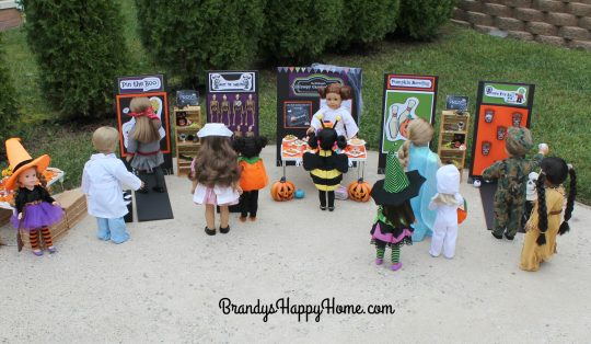 dolls-playing-games-at-dolloween-carnival