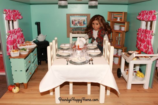 doll-thanksgiving-dining-scene