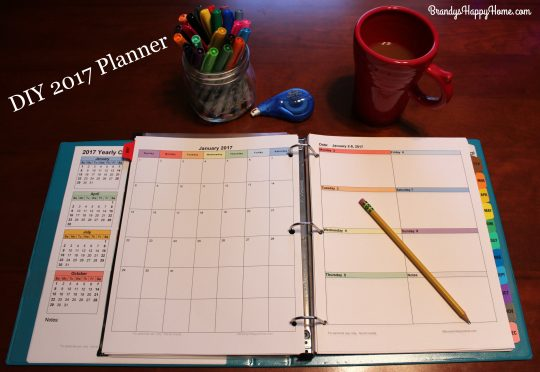 Diy 2017 calendar planner so today i will share with you free printables for my yearly monthly and weekly calendars so you can create a 2017 diy calendar planner of your very own solutioingenieria Choice Image